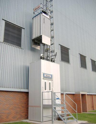 Zastosowanie wind i platform w przemyśle ciężkim