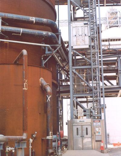 Zastosowanie wind i platform w przemyśle metalowym